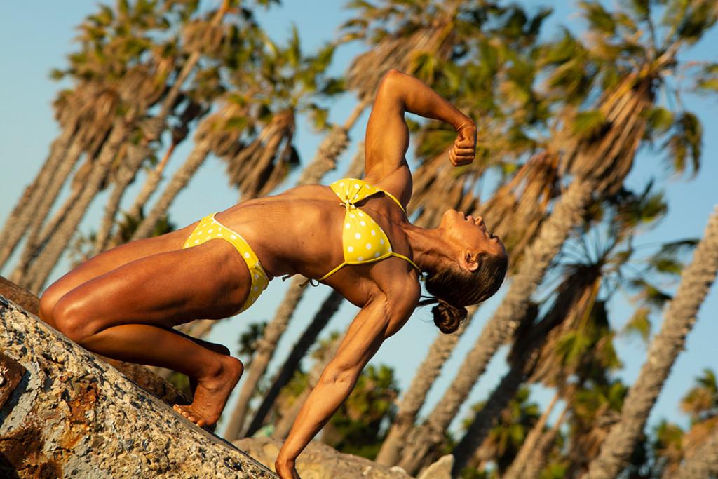carrie-canatsey-yellow-white-bikini