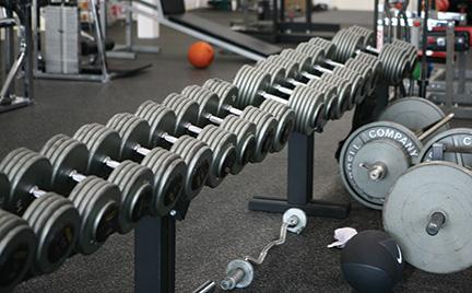 dumbbells-in-gym