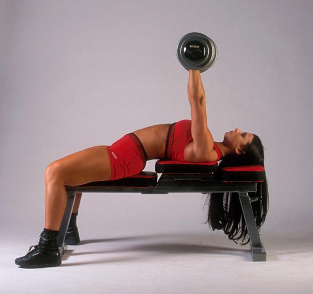 girl-doing-flat-bench-barbbell-press